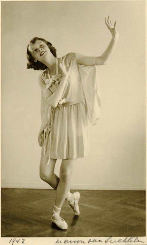 Audrey Hepburn ballet 1942