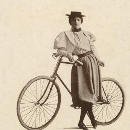 bicicleta en blanco negro