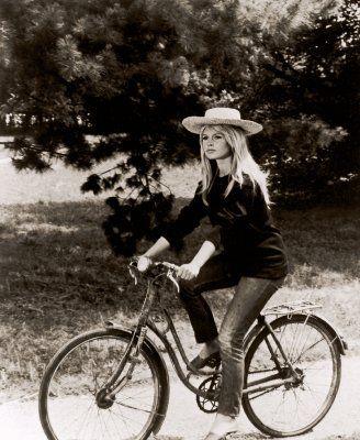 bridgitte bardot en bicicleta