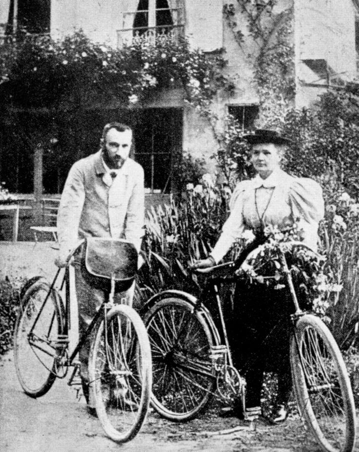 Marie y Pierre Curie en bicicleta