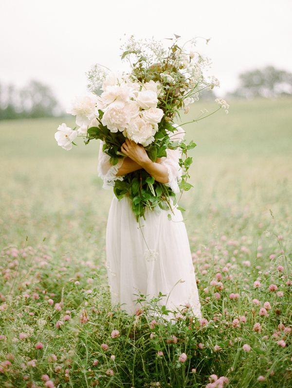 ramo-de-flores-en-mano